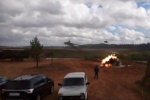 """На учениях """"Запад-2017"""" боевой вертолет случайно ударил по зрителям (Обновлено)"""