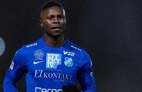 У чемпіонаті Швеції темношкірого футболіста дискваліфікували за расизм