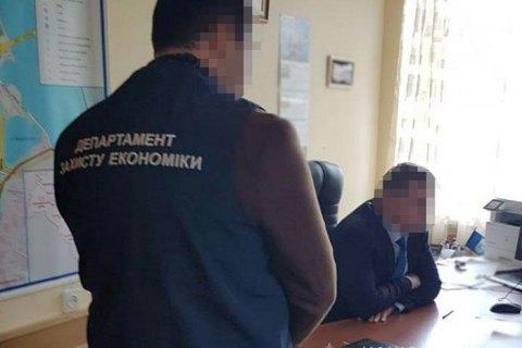 В Киеве замглавы РГА привлек коммунальщиков для ремонта своей квартиры