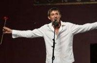 Коля Серьга написал к 8 марта веселую песню для своей мамы