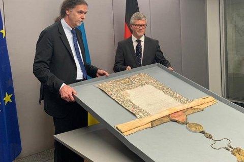 Німеччина повернула Україні церковну грамоту Петра I про поставлення на Київську митрополію
