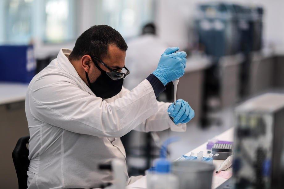 В лабораторії mAbxience, обраної AstraZeneca для виробництва вакцини проти COVID-19 в Латинській Америці, Буенос-Айрес, Аргентина, 14 серпня 2020 р.