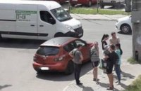 Во Львове водителя ограбили на 300 тыс. гривен, когда он остановился на светофоре (обновлено)