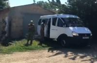 В крымском селе обыскивают подростков за сожженный флаг России