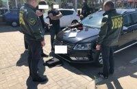 Должностных лиц Госпогранслужбы задержали на взятке в 12 тыс. долларов