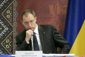 Яценюк: мы попросили Польшу не бросать нас
