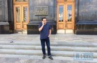 Березюк решил голодать на крыльце Администрации президента