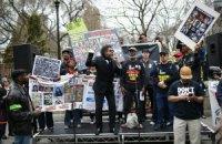 В США протестовали против полицейского произвола, десятки человек арестованы