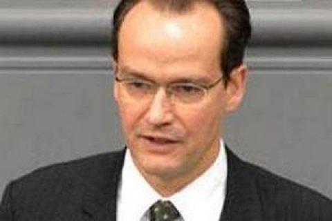 Представник Бундестагу Німеччини привітав Зеленського з перемогою його партії на виборах