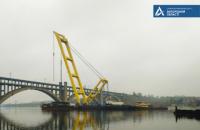 Плавучий кран бьет рекорды в ходе строительства запорожского моста