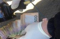 Вінницький патрульний погорів на хабарі у $300