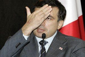Саакашвили счел внимание Медведева к себе ненормальным
