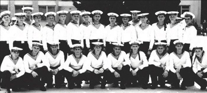 Матроси третьої роти школи водолазів, які склали присягу на вірність Україні 3 січня 1992 року