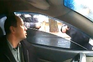 Водителям разрешили снимать действия гаишников на видео