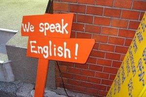 Банк Коломойского будет учить клиентов английскому языку