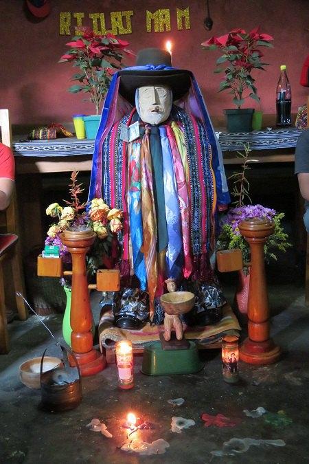 Максимон, яким його уявляють собі індіанці (Гватемала)