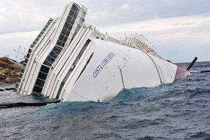В крушении Costa Concordia помимо капитана обвиняются еще семь человек