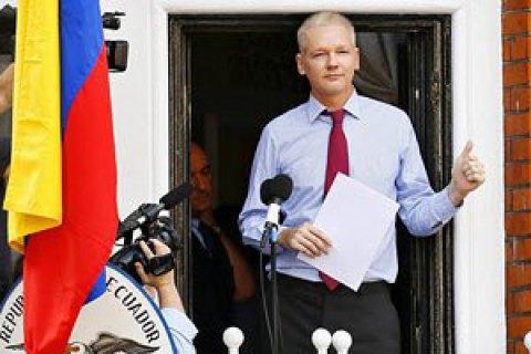 Еквадор зняв додаткову охорону з посольства, де переховується Ассанж