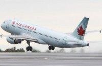 У Канаді під час жорсткої посадки літака постраждали 25 осіб