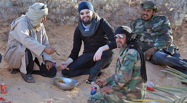 Встреча отца Захария (в центре) с представителями Туарегов в районе города Гадемес, 15-18 января 2013 года.