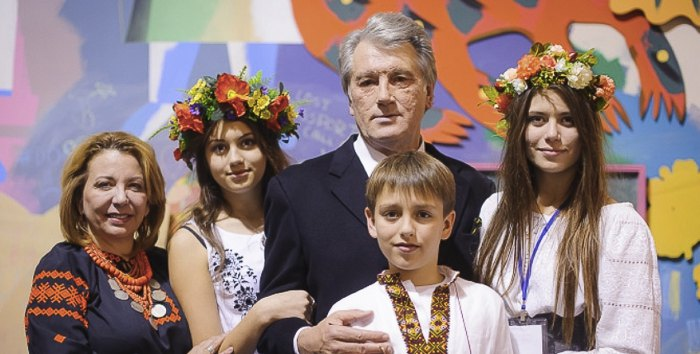 Виктор Ющенко с супругой Катериной, дочерьми Софией и Кристиной и сыном Тарасом