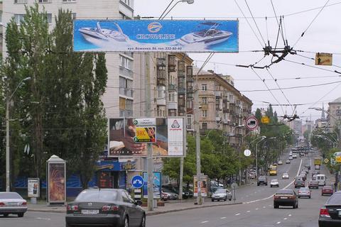 ВРзаборонила рекламу наопорах зовнішнього освітлення