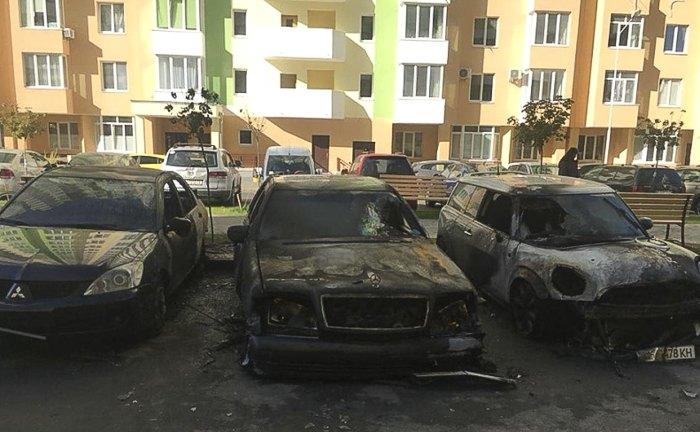Спалені авто, серед яких був автомобіль Александрової.