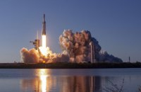 SpaceX здійснив перший комерційний запуск Falcon Heavy