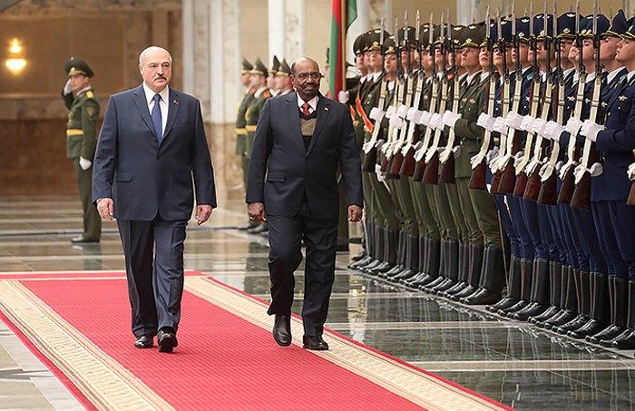 Встреча президента Беларуси Александра Лукашенка и президента Судана Омара Хасана Ахмеда аль-Башира в Минске, 10 декабря 2018.