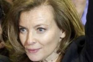 Перша леді Франції позивається через свою біографію