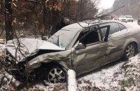 """На Гостомельском шоссе из-за """"летних"""" шин столкнулись три автомобиля, пострадали четыре человека"""
