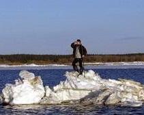 7 рыбаков спасли с дрейфующей льдины
