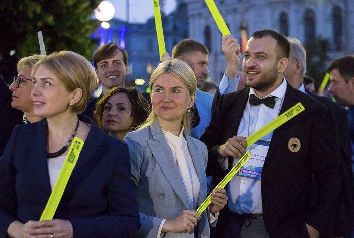Лілія Гриневич, Юлія Світлична та Олександр Елькін після флешмобу Edcamp у Харкові, 2 липня 2018