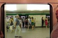 """На станции киевского метро """"Петровка"""" женщина прыгнула под поезд"""