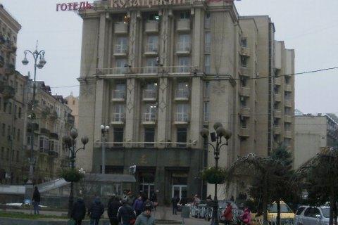 """Поліція взяла під охорону готель """"Козацький"""", в якому на обсервації перебувають громадяни, які  прилетіли з Катару"""