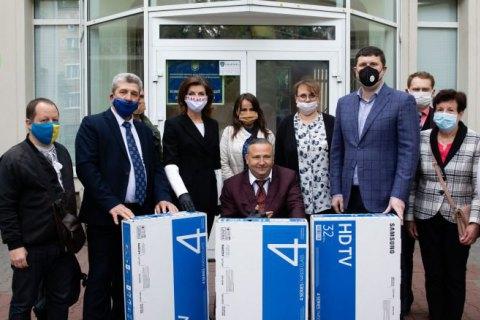 Марина Порошенко передала ІФА-тести й обладнання в реабілітаційні центри і медустанови Київської області