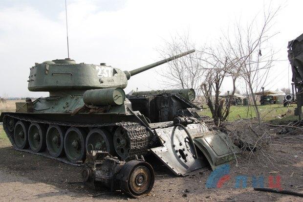 Параду небуде. Під Луганськом розбомбило техніку бойовиків для 9 травня