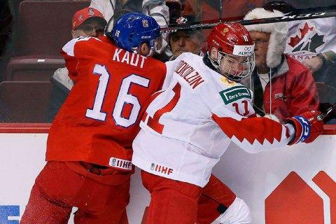 На молодежном чемпионате мира по хоккею матч Чехия - Россия едва не закончился дракой на рукопожатии