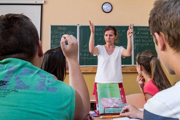 Урок венгерского языка в школе №10 им. Дойко Габора в Ужгороде, 11 сентября 2017.