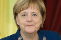 Меркель поздравила Зеленского с победой на выборах и пригласила в Берлин