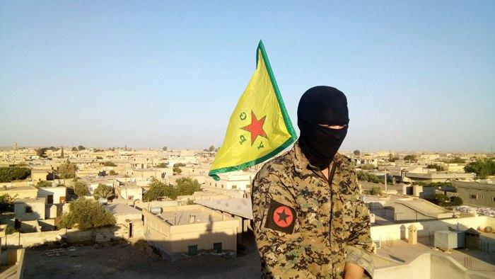 Боевик Интернациональных Революционных Народных Партизанских Сил (IRPGF) Рожавы