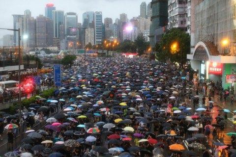 Протестующие в Гонконге выступили за возвращение жителям города британского гражданства