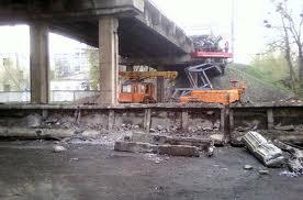 """""""Укрзализныця"""" уверяет, что мост в Лозовой не перестраивают"""
