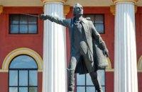 Памятник Суворову перед киевским лицеем им. Богуна решили демонтировать
