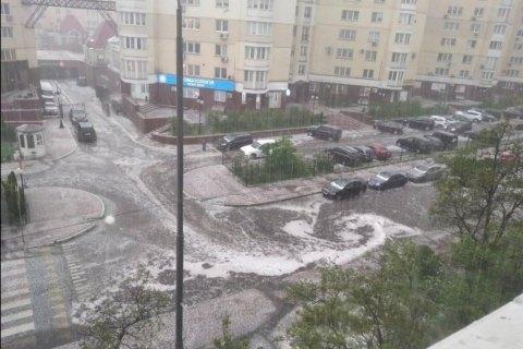 В Киеве прошел сильный ливень с градом