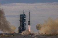 Китай запустив перший екіпаж до своєї нової орбітальної станції