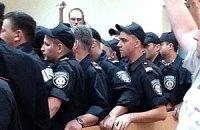 Депутатов не пропускают в зал суда
