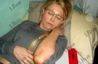 Тимошенко лягла на підлогу і відмовляється підвестися