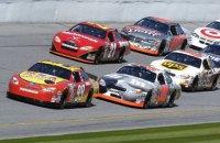 В первой же гонке сезона NASCAR состоялась грандиозная авария с участием 16 автомобилей