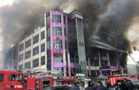 В столице Азербайджана горит 4-этажный торговый центр